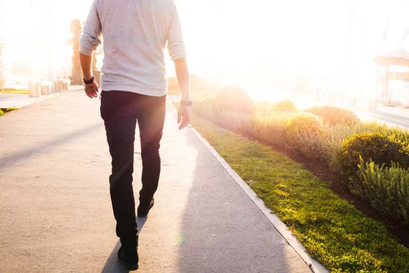 Walking_616425206_1000
